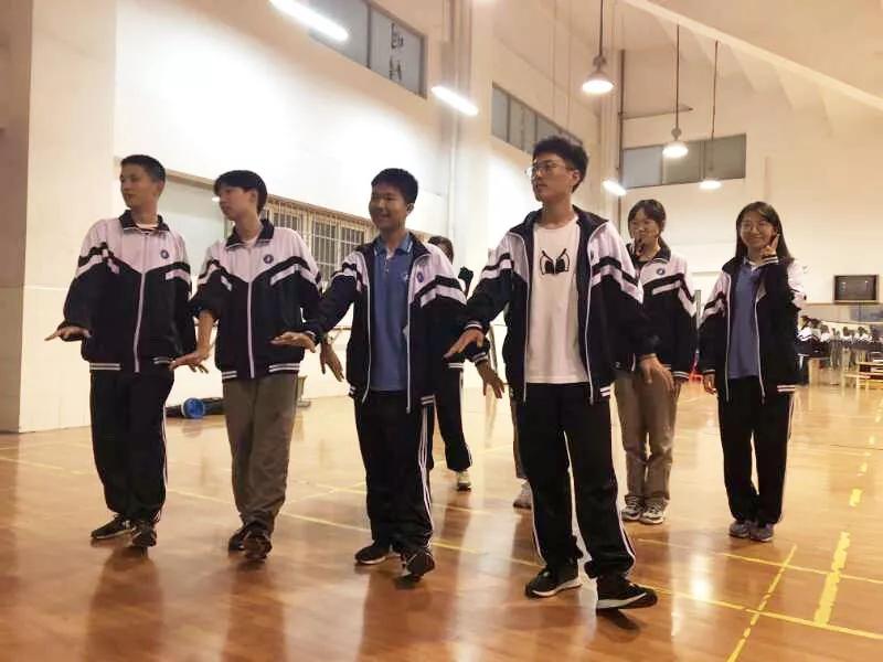 中加班的舞蹈文化社