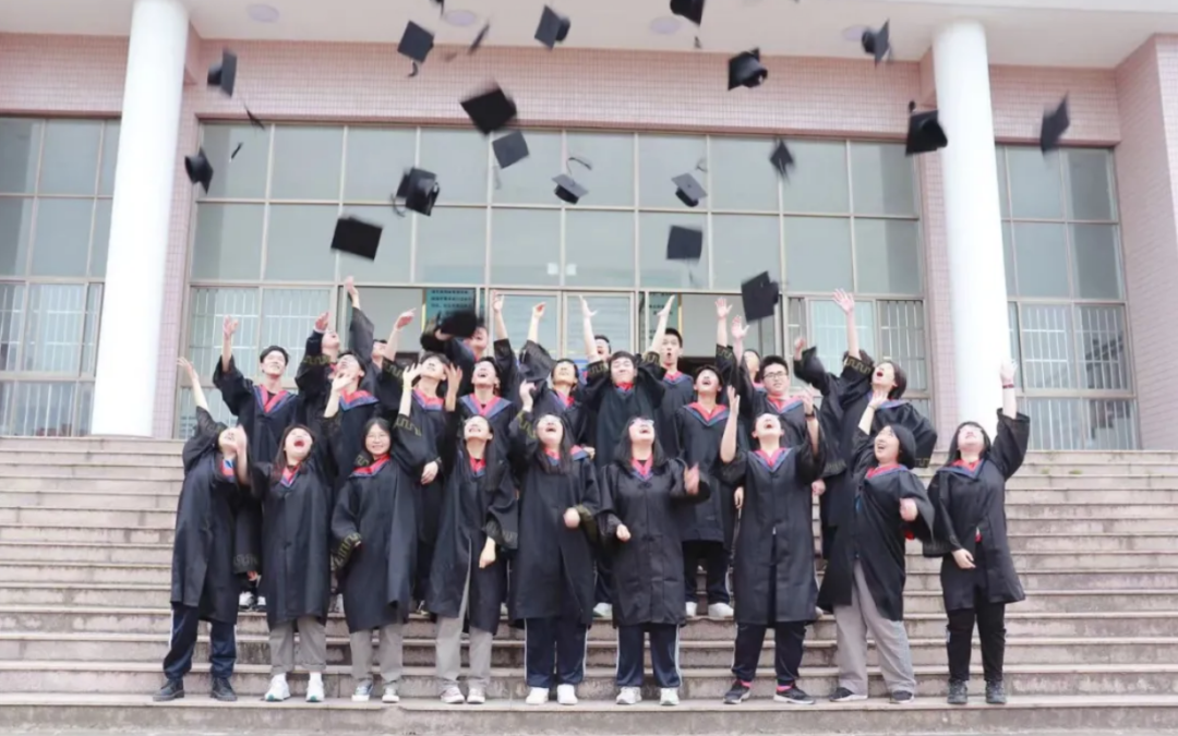 嘉高为你们而骄傲—嘉高中加班举行2021届学生毕业典礼
